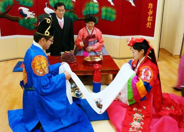 south korean customs Guide to south korean culture and etiquette a survival guide to proper behaviour while visiting south korea information on how to introduce yourself, impress hosts.